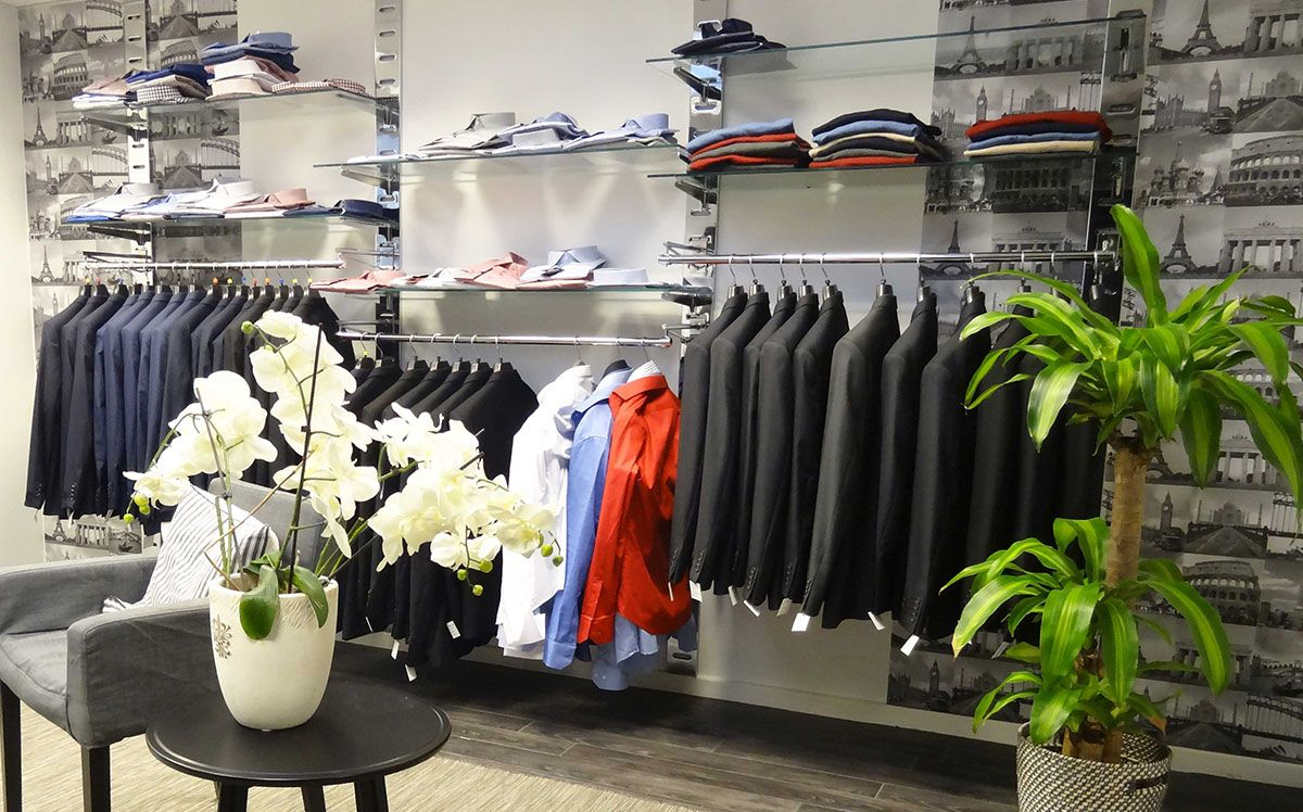 Agencement magasin costumes homme